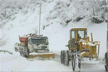 بارش برف در جادههای ۴ استان/ لغزنده بودن برخی محورهای مواصلاتی