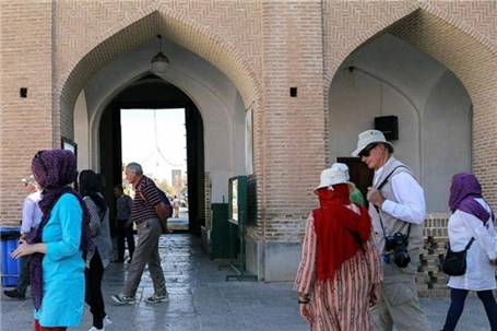 آمار بازدید گردشگران خارجی از ابیانه به بیش از ۱۷ هزار نفر رسید