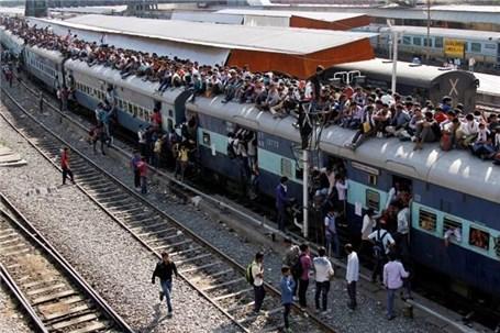 ۵۰ کشته در حادثه برخورد قطار با مردم در هند