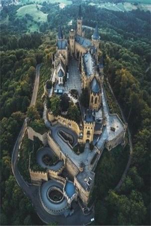 قصری زیبا در جان طبیعت